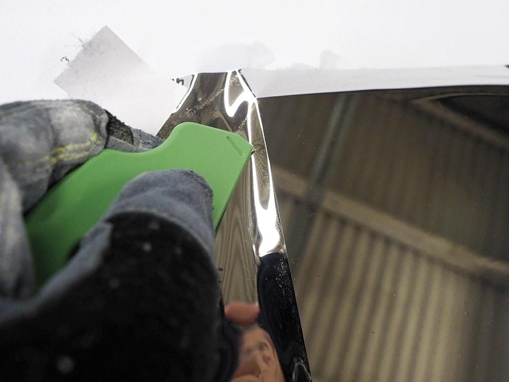 trim-mirror-film-with-razor