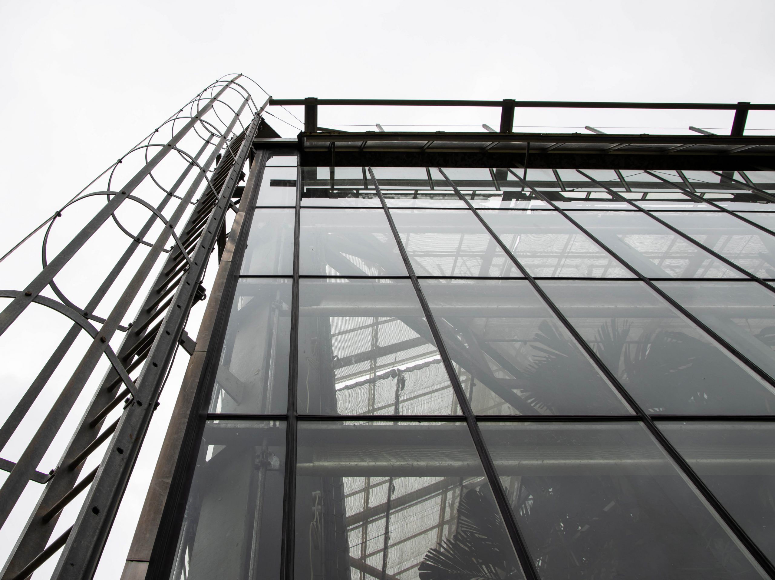 Facade,Of,A,Building,With,Glass,Wall,With,Metal,Service